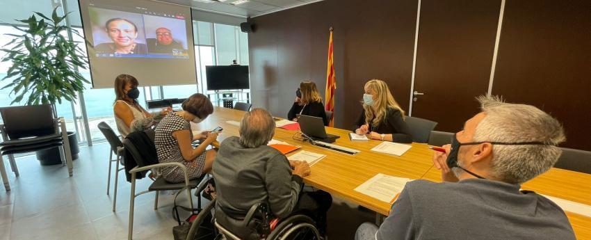 Fotografia dels assistents a la reunió, per part de la Junta Directiva i del departament