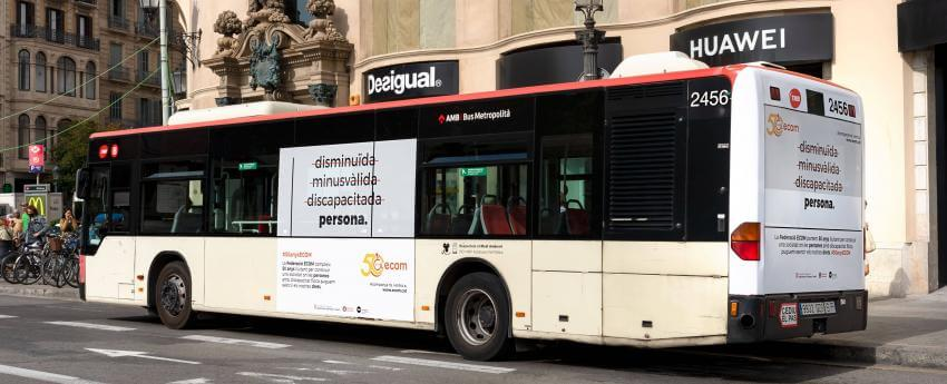imatge d'un atobus amb la campanya