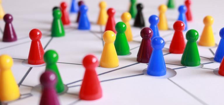 Fichas en un tablero interconectadas