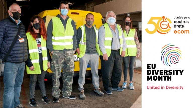 Imagen de una visita de ECOM a una empresa inclusiva con el logo de ECOM i del Mes Europeo de la Diversidad.