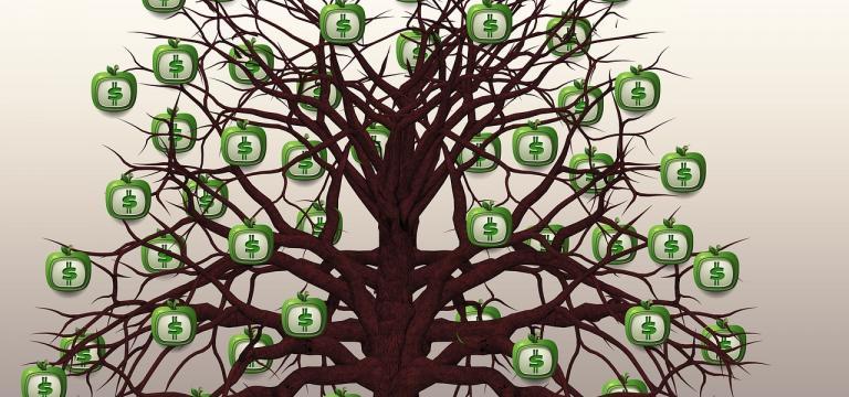 Imagen de un árbol con muchas ramas de las cuales cuelgan unas manzanas con el símbol del dólar